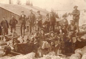 My Bilodeau ancestors on a family picnic, St-Lazare-de-Bellechasse, Quebec